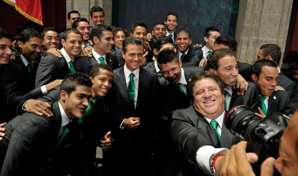 Tú que odias a los famosos tomándose la foto con Peña