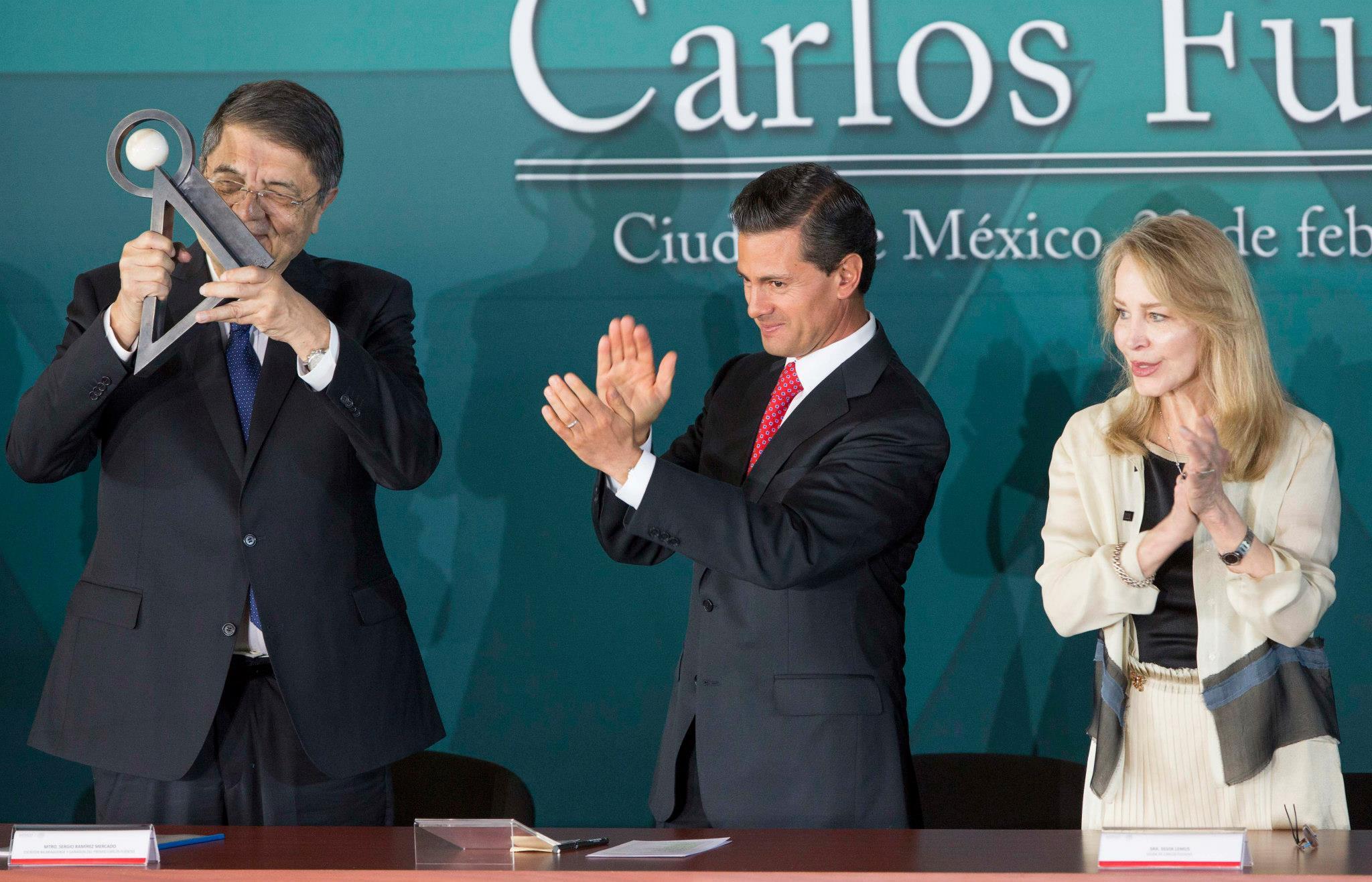 El gobierno de Peña Nieto se desmorona. Y nada lo puede parar