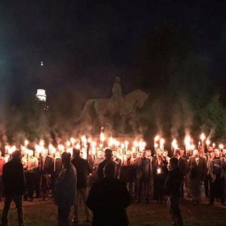 Los blancos supremacistas y la radicalización ideológica de la sociedad