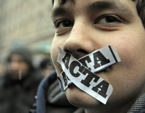 México firma el ACTA, ¿el último golpe de Calderón?