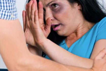 Golpear a una mujer